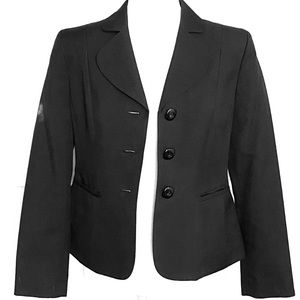 Woman's black fitted blazer size 6 petite